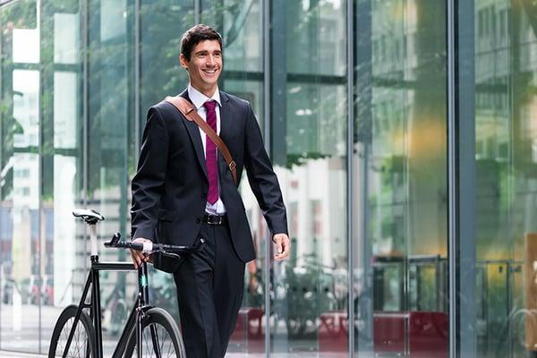 AdobeStock_183922548_Umweltschutz_Mann mit Fahrrad