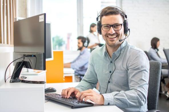 AdobeStock_mann_im_support_komprimiert