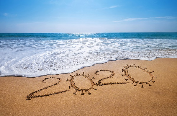 AdobeStock_334922458 Urlaub während Corona_Strand am Meer_klein