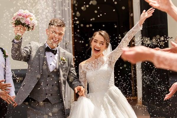 AdobeStock_305628877 Hochzeitspaar_klein